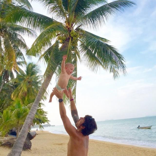 KoSamui  Thailand Cuidar dos nossos filhos e trabalhar Ehellip