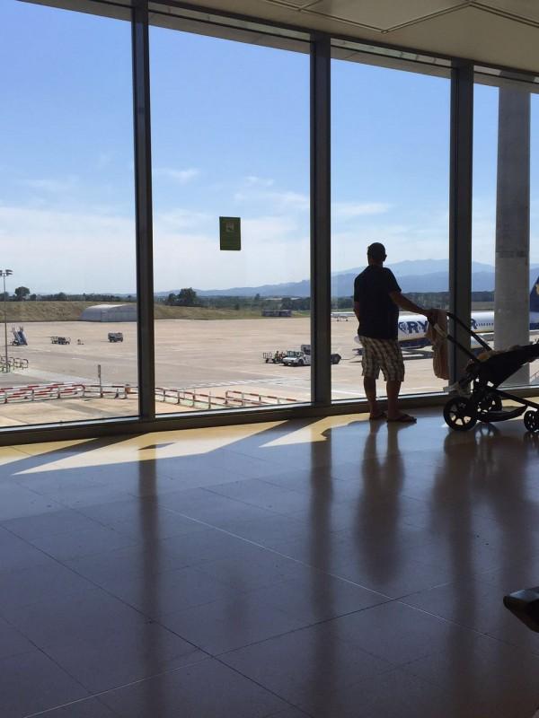 Carrinho de bebe aeroporto