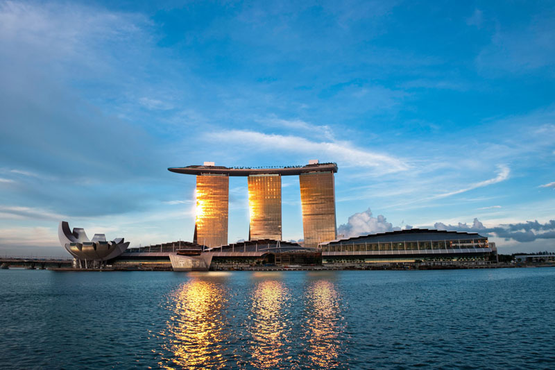 Marina bay sands cingapura hotel da piscina suspensa mais for Piscina singapur