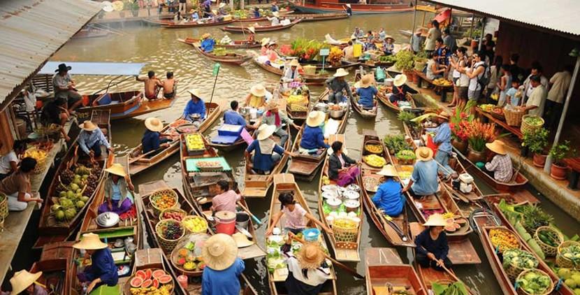 http://bangkokattractions.com/wp-content/uploads/2015/04/damnoen-saduak-floating-market-bangkok.jpg