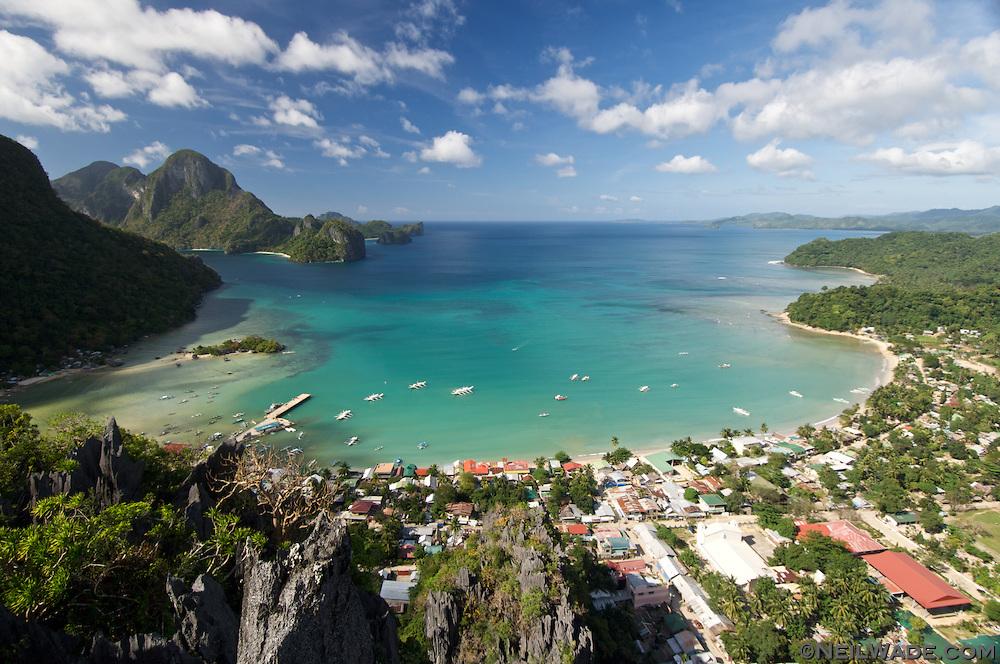 http://cdn.c.photoshelter.com/img-get2/I0000sgJEvv6buvM/fit=1000x750/Philippines-Palawan-El-Nido-Town-Bay.jpg
