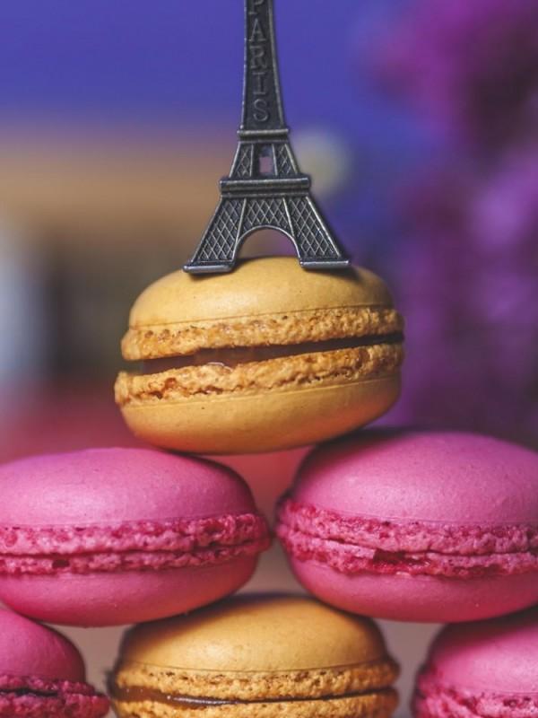 macaron_cookies_eiffel_tower_cup_100417_750x1334