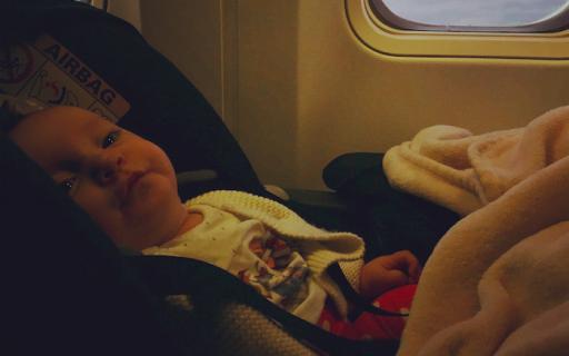 Viajar de avião com um bebe – como ? Dicas !