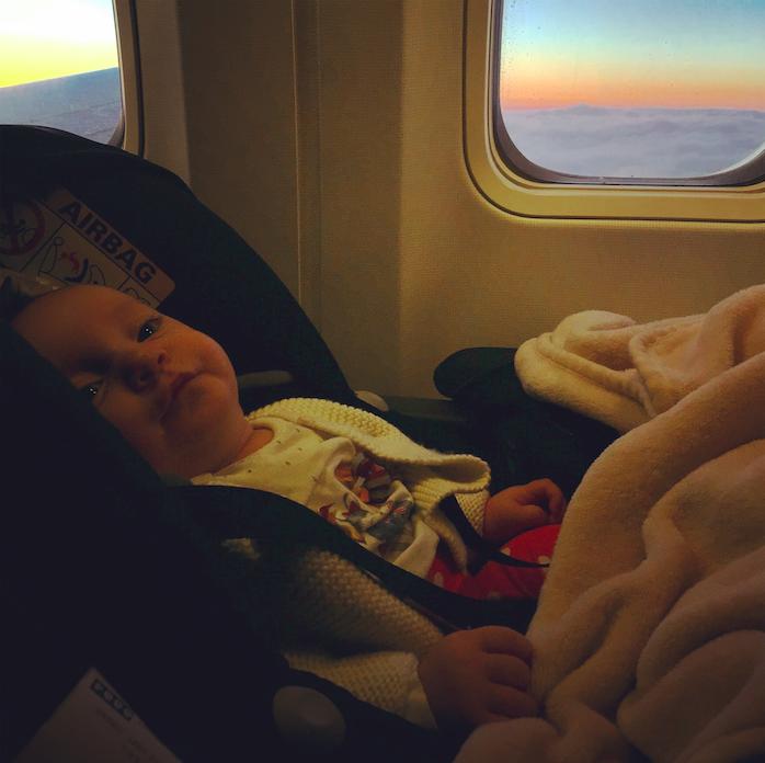 viajar de aviao com um bebe -