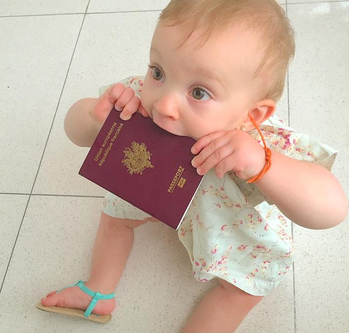 viajar de avião com um bebe - criança - documentos