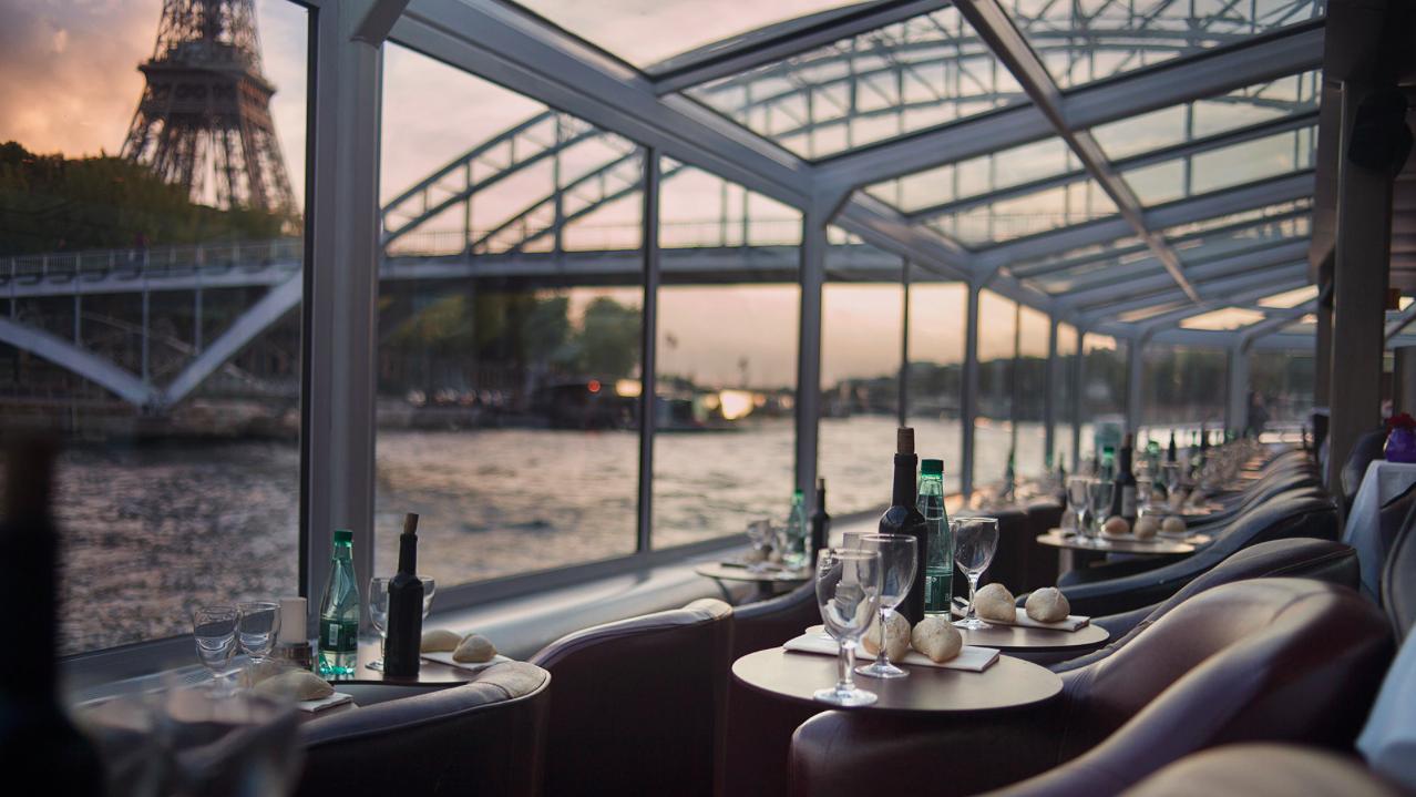 jantar cruzeiro no rio sena